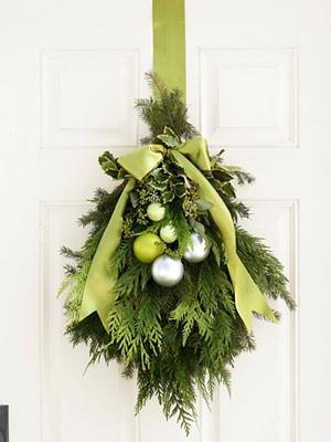DIY Christmas decor, DIY christmas wreath, DIY christmas door hanging