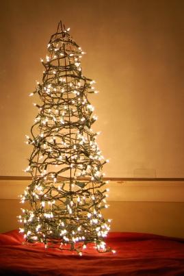 diy christmas decor, diy christmas tree, tomato cage christmas tree
