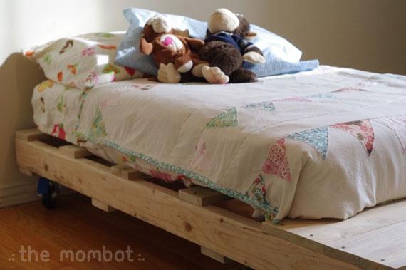 diy pallet toddler bed, pallet bed, diy toddler bed
